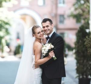 Wedding-Couple-Setting-Budget-300x275